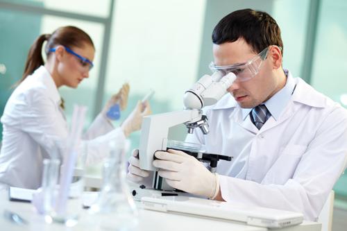 Dược sĩ nghiên cứu bào chế thuốc
