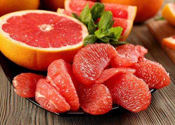 Bưởi cùng họ với nhà cam quýt nên nó cũng là một nguồn bổ sung lượng Vitamin C