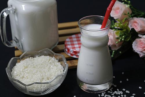 Cùng chuyên gia Điều dưỡng tìm hiểu những tác dụng tuyệt vời từ sữa gạo