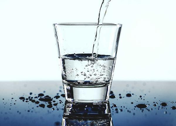 Trong những ngày hè nắng nóng cần bổ sung lượng nước cho sơ thể
