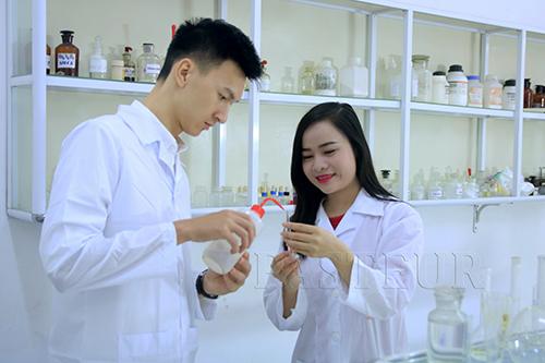Cử nhân có nên học Văn bằng 2 Cao đẳng Dược?