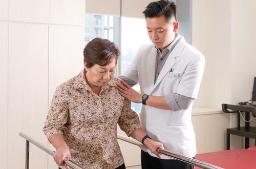 Ngành Vật lý trị liệu mang đến cơ hội việc làm hấp dẫn cho sinh viên